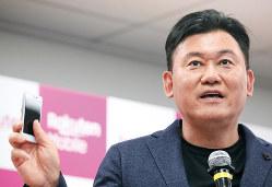 楽天の三木谷浩史会長兼社長。大手3社の寡占状態に風穴を開けると期待される
