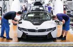 米中貿易摩擦や環境規制などで強い逆風が吹く(BMWの独ライプチヒ工場)(Bloomberg)