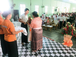 日本へ介護人材を送り出す専門学校の修了式=10月5日、ヤンゴン(筆者撮影)