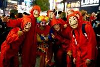 People dressed in Halloween costumes pose for a photo near Shibuya Station in Tokyo's Shibuya Ward on Oct. 31, 2019. (Mainichi/Daiki Takikawa)