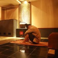 計量前日。岩盤浴で体を絞る=神戸市須磨区のチムジルバンスパ神戸で2019年9月21日、梅田麻衣子撮影