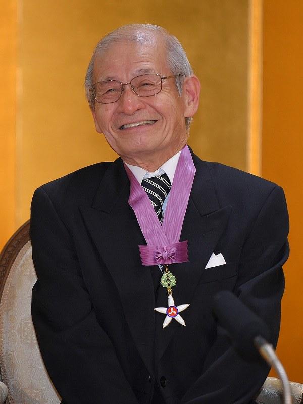 吉野彰さんらに文化勲章授与 令和初、陛下「力を尽くされますように ...