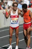 2004 Athens Paralympics -- Japan's Yuichi Takahashi, left, celebrates after winning the gold medal in the men's marathon for the visually impaired. (Mainichi/Kimitaka Takeichi)