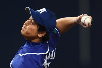 【日本製鉄鹿島-日本生命】第45回社会人野球日本選手権大会の準決勝で力投する日本製鉄鹿島の先発・玉置隆投手。これが現役最後の登板となった=京セラドーム大阪で2019年11月3日、久保玲撮影