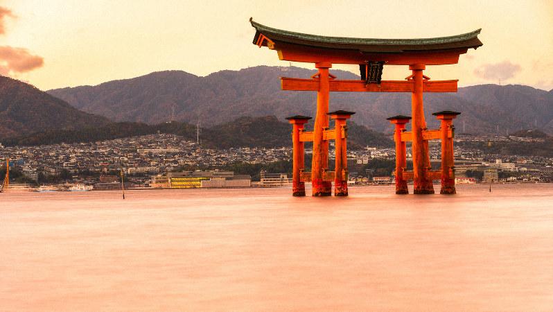 毛利氏と縁の深い厳島神社の大鳥居