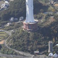 世界平和大観音像=兵庫県淡路市で2018年11月29日、本社ヘリから加古信志撮影