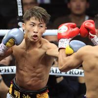 【WBSSバンタム級決勝】二回、ドネアを攻める井上尚弥=さいたまスーパーアリーナで2019年11月7日、梅村直承撮影