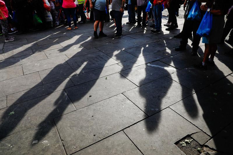生活苦を理由とする違法入国は後を絶たない(Bloomberg)
