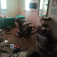 浸水被害を受けた理美容店。椅子やシャンプー台などが使えなくなった=長野市で2019年10月(若月さん提供)