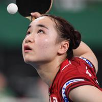 女子準々決勝でサーブを放つ伊藤美誠=東京体育館で2019年11月8日、大西岳彦撮影