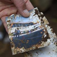 佐々木さん夫婦が行方不明となっている土砂崩れの現場で発見された写真。長男の一彰さんが「小学校の運動会で、写っているのは私です」と説明してくれた=相模原市緑区牧野で2019年11月3日、北山夏帆撮影