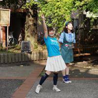 エネルギッシュに踊る水沢さん=東京都墨田区で、米田堅持撮影