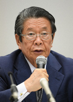 Keiichi Tadaki, a former prosecutor general chairing the third-party panel investigating the issue of Kansai Electric Power Co. (KEPCO) officials receiving improper gifts gives a press conference in Osaka's Fukushima Ward on Oct. 9, 2019. (Mainichi/Naohiro Yamada)