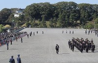 Officials are seen preparing for the parade to celebrate Emperor Naruhito's enthronement, in front of the Imperial Palace in Tokyo, on Nov. 10, 2019. (Mainichi/Yuki Miyatake)