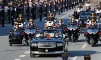 Vehicles making up the parade to celebrate Emperor Naruhito's enthronement are seen travelling through Tokyo's Chiyoda Ward on Nov. 10, 2019. (Mainichi/Naoaki Hasegawa)