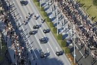 Vehicles making up the parade to celebrate Emperor Naruhito's enthronement are seen traveling through Tokyo's Chiyoda Ward on Nov. 10, 2019. (Mainichi/Akihiro Ogomori)