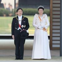 即位を祝うパレード「祝賀御列の儀」に臨まれる天皇、皇后両陛下=皇居・東庭で2019年11月10日午後2時59分、佐々木順一撮影