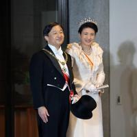 「祝賀御列の儀」で赤坂御所に到着された天皇、皇后両陛下=東京都港区で2019年11月10日午後3時35分(代表撮影)