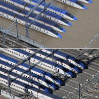 長野市赤沼のJR東日本「長野新幹線車両センター」。北陸新幹線の車両が水に浸かった=上は2019年10月13日、下は同年11月5日、本社ヘリから