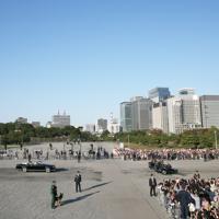 青空の下行われた天皇陛下の即位を披露する「祝賀御列の儀」=皇居で2019年11月10日午後3時4分、玉城達郎撮影