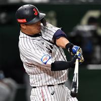 【日本―米国】四回裏日本2死三塁、浅村が右前適時打を放つ=東京ドームで2019年11月12日、大西岳彦撮影