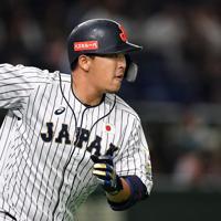 【日本―米国】六回裏日本2死一塁、浅村が中越え適時二塁打を放つ=東京ドームで2019年11月12日、大西岳彦撮影