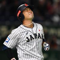【日本―米国】七回裏日本2死二、三塁、近藤が遊直に倒れる=東京ドームで2019年11月12日、大西岳彦撮影