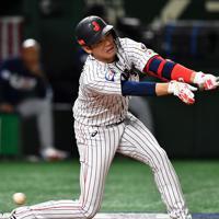 【日本―米国】八回裏日本1死二塁、坂本勇が三振に倒れる=東京ドームで2019年11月12日、大西岳彦撮影