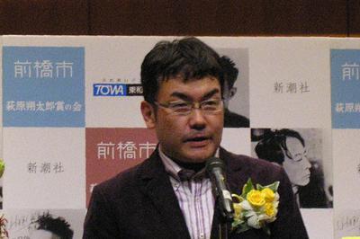 萩原朔太郎賞贈呈式後、特別講演する和合亮一さん=前橋文学館で