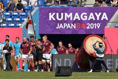 ラグビーW杯日本大会では選手の入場時に和太鼓で迎え、戦いに臨む勇壮な雰囲気を演出した=埼玉県熊谷市の熊谷ラグビー場で2019年9月29日、武市公孝撮影