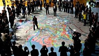 西三河防災減災連携研究会のワークショップで巨大地図に投影された南海トラフ地震発生時の被害想定=愛知県豊田市で2018年1月19日午後2時57分、兵藤公治撮影
