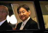 Emperor Naruhito leaves the Imperial Palace after Daijokyu-no-gi, the main ceremony in the Great Thanksgiving Ceremony, on Nov. 15, 2019. (Mainichi/Shinnosuke Kyan)