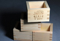 Wooden boxes distributed at the 2018 cherry blossom-viewing party hosted by Prime Minister Shinzo Abe are seen in this Nov. 14, 2019 photo, taken in Tokyo's Chiyoda Ward. They have also been sold by people using marketplace websites. (Mainichi/Naotsune Umemura)