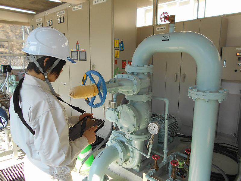 浄水場の状況をデジタル端末で把握し管理する「水みらい広島」