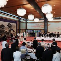 天皇、皇后両陛下や皇族方が出席された「大饗の儀」=皇居・宮殿「豊明殿」で2019年11月16日午後0時5分、小川昌宏撮影