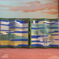 「大饗の儀」が行われる「豊明殿」に飾られた悠紀地方風俗歌屏風=皇居・宮殿で2019年11月15日午後5時10分(代表撮影)
