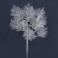 松をデザインした純銀製の「挿華(かざし)」(冠に挿す花飾り)。大饗の儀では天皇、皇后両陛下の席に飾られた宮内庁提供