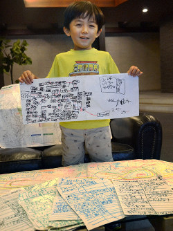 Seishiro Yasumoto, 6, is seen with some of the over 100 copies he made of the bus route map and the individual bus stop route listings, in Kokurakita Ward, Kitakyushu, on Sept. 20, 2019. (Mainichi/Hiroya Miyagi)