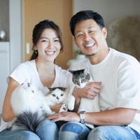 結婚を発表した楽天の浅村栄斗内野手(右)とタレントの淡輪ゆきさん=ホリプロ提供