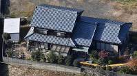 The house in Tsuruga, Fukui Prefecture, where three bodies were found is seen from a Mainichi Shimbun helicopter on Nov. 17, 2019. (Mainichi/Tadashi Kako)