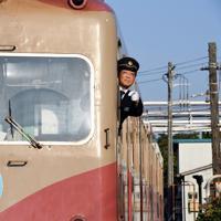 安全確認をする、竹本勝紀社長=千葉県銚子市で2019年11月1日、宮本明登撮影