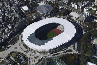 This Nov. 15, 2019 photo taken from a Mainichi helicopter shows the New National Stadium, the main stadium for the 2020 Tokyo Olympics and Paralympics, in Tokyo. (Mainichi)