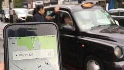 米配車サービス大手ウーバーは若者らに人気。スマホを使い、ロンドン名物の黒塗りタクシーより割安に移動できる=ロンドン市内で三沢耕平撮影