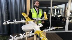 ウイング社のドローンは主翼を備え、高速で水平飛行できるのが特徴だ=米南部バージニア州クリスチャンズバーグで11月7日、中井正裕撮影
