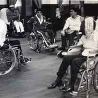 フェンシングの練習をする箱根療養所の入所者=1964年ごろ同療養所で撮影(戦傷病者史料館「しょうけい館」提供)