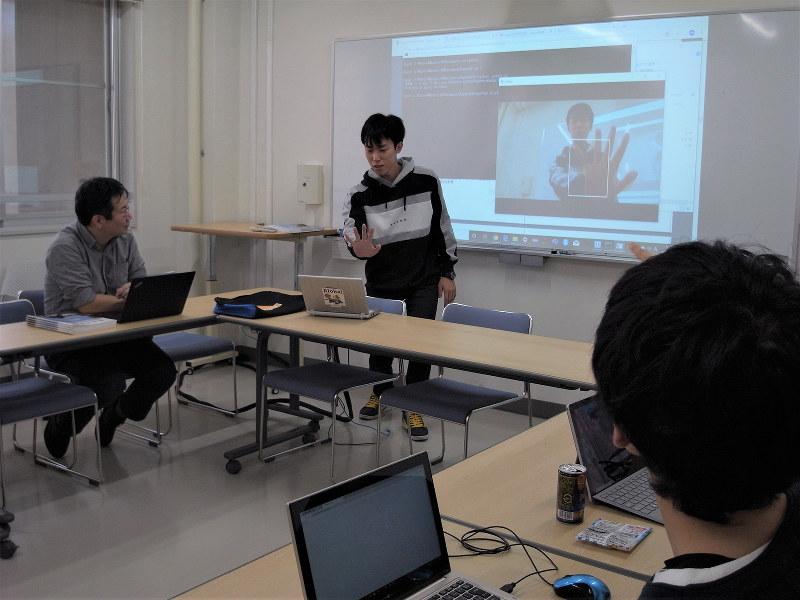 滋賀大の3年生は、ゼミで実践的な課題解決を進めている