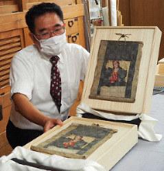 Naoharu Usami displays the restored