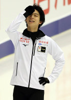 Japan's Yuzuru Hanyu is seen smiling during a practice session ahead of the ISU Grand Prix of Figure Skating NHK Trophy, on Nov. 21, 2019, at Makomanai Sekisuiheim Ice Arena in Sapporo. (Mainichi/Taichi Kaizuka)