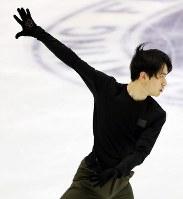 Japan's Sota Yamamoto is seen performing during a practice session ahead of the ISU Grand Prix of Figure Skating NHK Trophy, on Nov. 21, 2019, at Makomanai Sekisuiheim Ice Arena in Sapporo. (Mainichi/Taichi Kaizuka)
