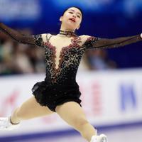 【NHK杯フィギュア】女子SPで演技する山下真瑚=真駒内セキスイハイムアイスアリーナで2019年11月22日、貝塚太一撮影